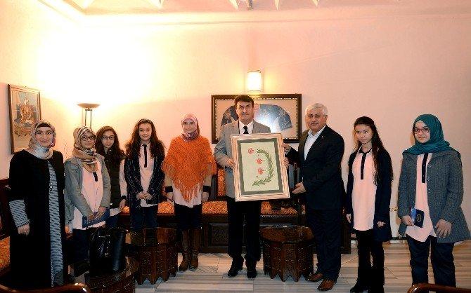 Öğrencilerden Başkan Dündar'a Teşekkür Ziyareti