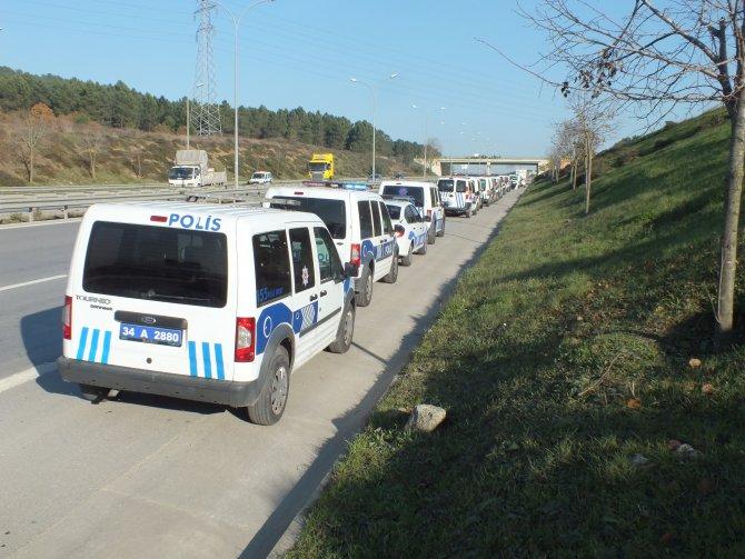 Polis havalimanı çevresindeki arazilerde arama yapıyor