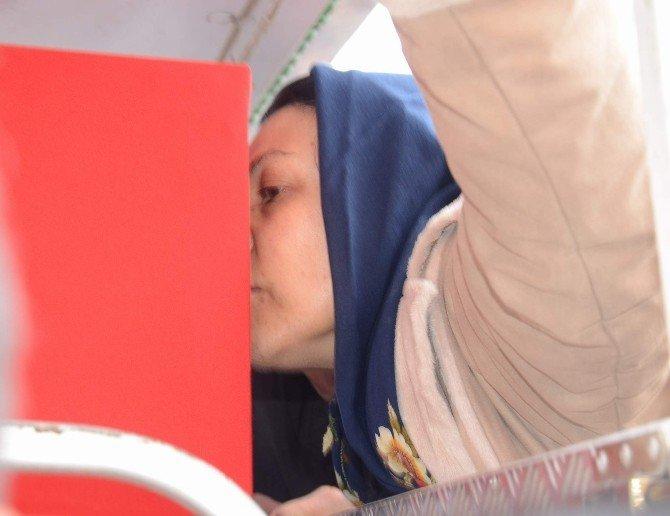 Şehit Annesi Kiraz Ünaldı'dan Oğlu Gökhan'a Son Öpücük