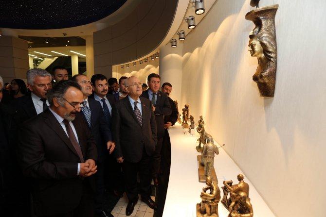Heykel sergisini Başkan Yaşar açtı
