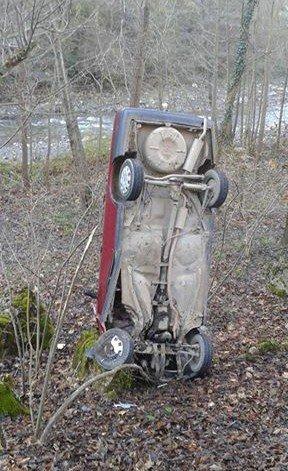 Kaza Sonrası Dik Duran Otomobil Görenleri Şaşırttı