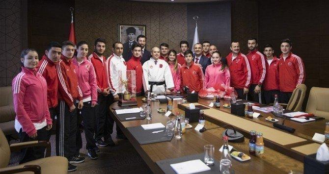Şampiyon Karateciler Bakan Kılıç'a Konuk Oldu