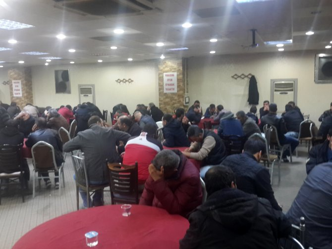 Kumar oynatmak için kurulan partiye polis baskını: 6 gözaltı