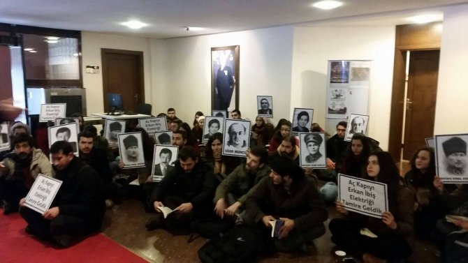 Ankara Üniveristesi'ndan bazı öğrenciler rektörlüğü bastı