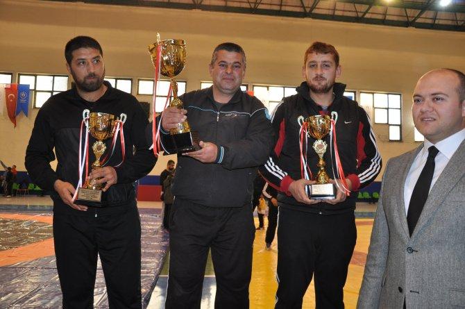 Aşırtmalı Aba Güreşleri Türkiye Şampiyonası yapıldı