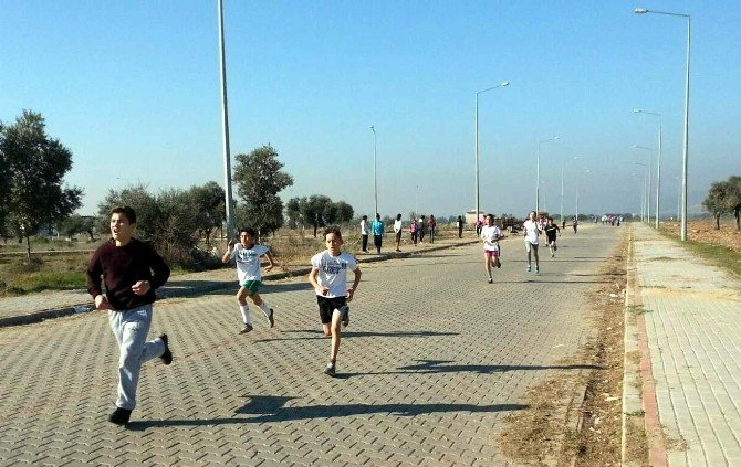 Aydınlı Gençler Atatürk'e Koştu
