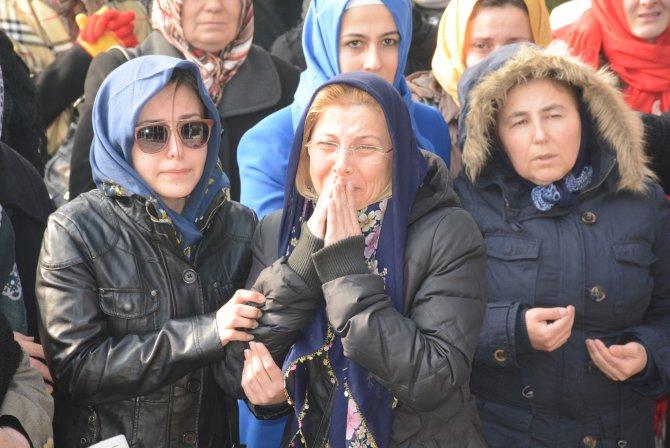 Su borusunun patlaması sonucu boğularak ölen kadın defnedildi