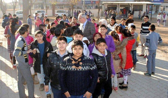 Başkan Kale'den Öğrencilere Yeni Yıl Hediyesi
