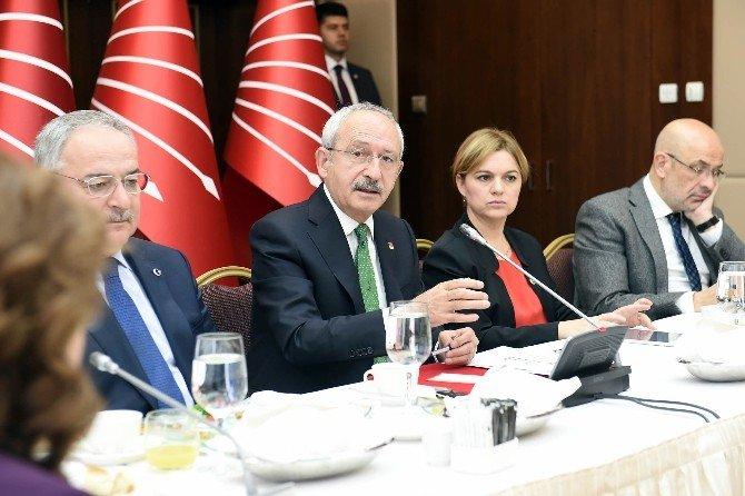 Kılıçdaroğlu, Gazetelerin Ankara Temsilcileriyle Biraraya Geldi