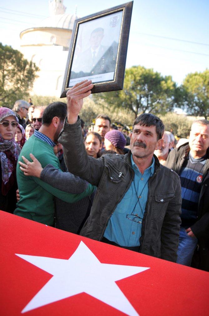 Şehit Uzman Çavuş Denizer, memleketi Manisa'da son yolcuğuna uğurlandı