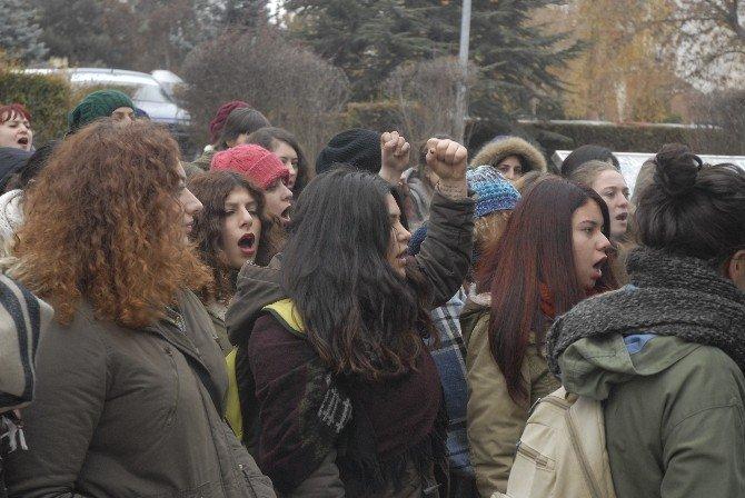 Üniversite Öğrencilerinden 'Savaşa Hayır' Eylemi