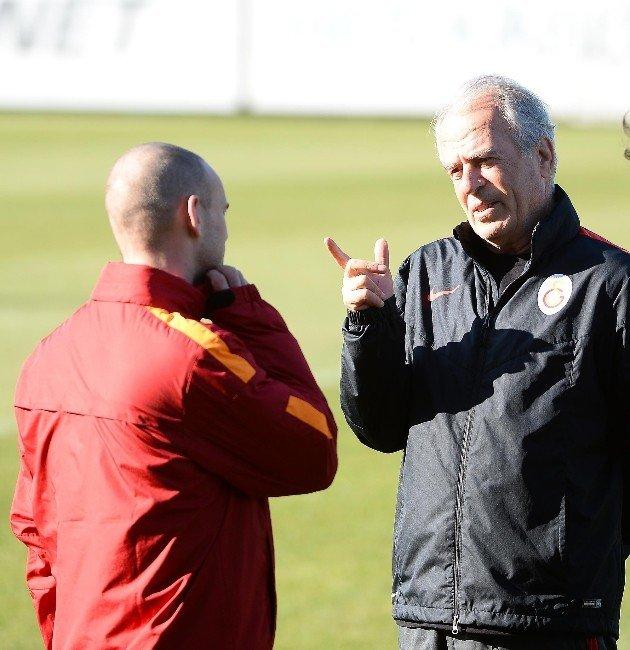 Galatasaray'da Sneıjder Günü Tedaviyle Geçirdi