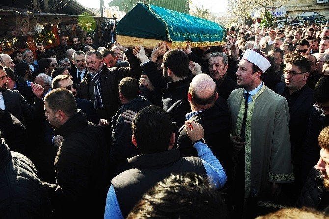 'Oflu İsmail'in Cenaze Töreninde Kalabalık Sokağa Taştı