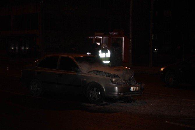 Duran Otomobile Arkadan Çarptı: 1 Yaralı