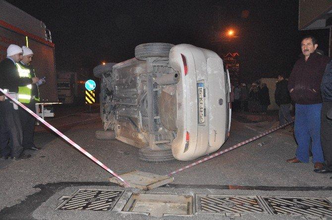 Açık Bırakılan Mazgala Takılan Araç Takla Attı: 2 Yaralı