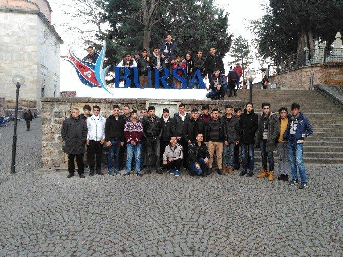 Büyükşehir'den Öğrencilerin Gezisine Otobüs Desteği