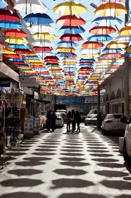 Tarihi Çarşıya Şemsiyeli Güzellik