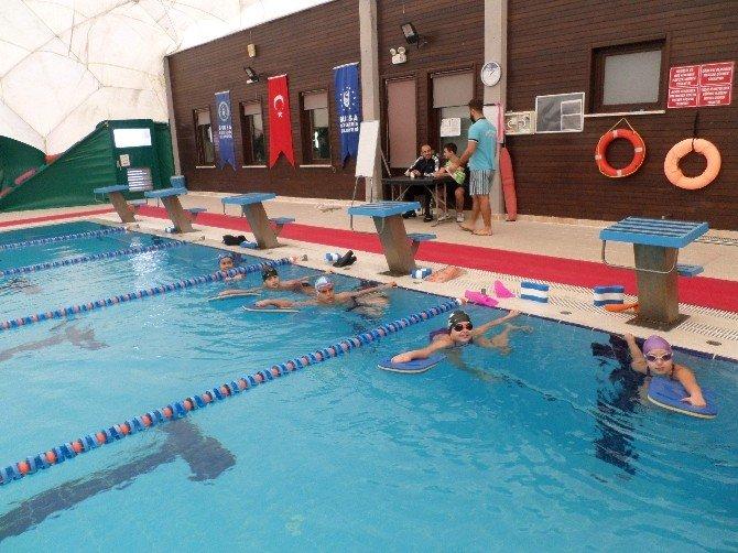 Mudanyalı Minik Çocukların Havuz Keyfi