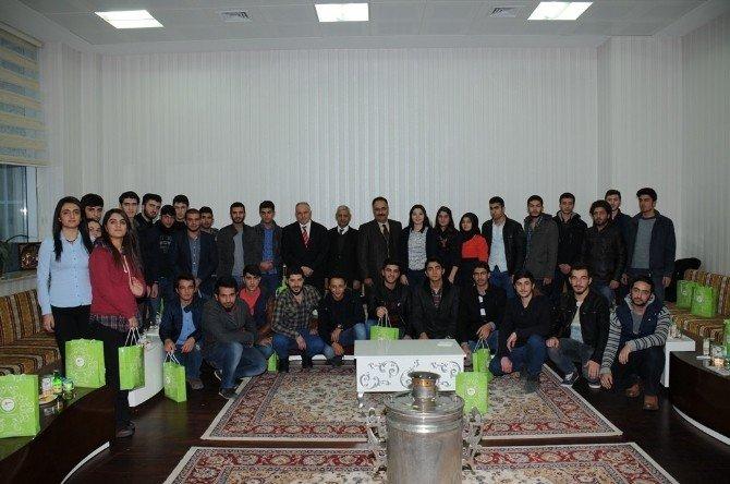 Öğrencilerden Rektör Yılmaz'a Ziyaret