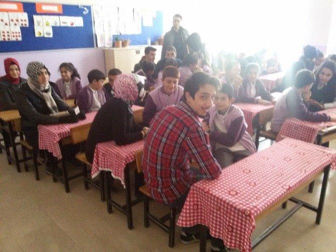 """Öğretmen Adayları Ortaokul Öğrencilerine """"Zeka Soruları Günü"""" Düzenledi"""