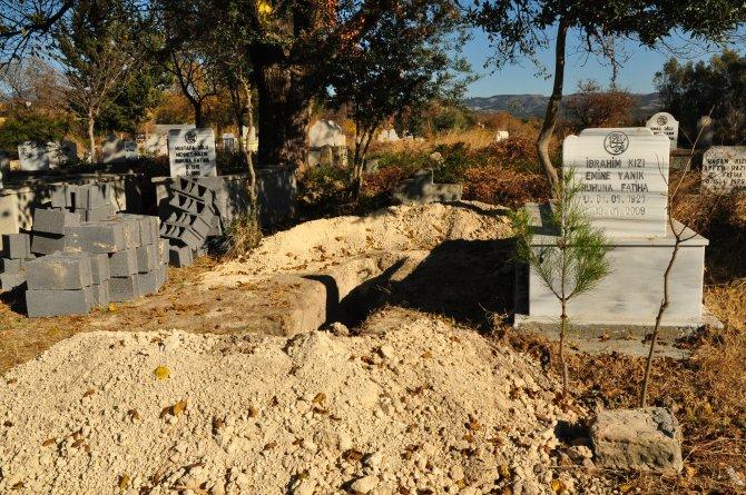 Kalbi duran yaşlı adamı öldü zanneden ailesi selasını verdirdi, mezarını hazırladı