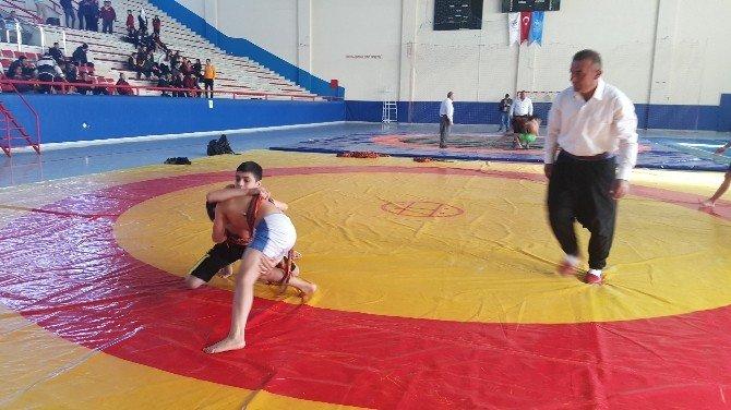 Aşırtmalı Aba Güreşi Türkiye Şampiyonası Kadirli'de Yapıldı
