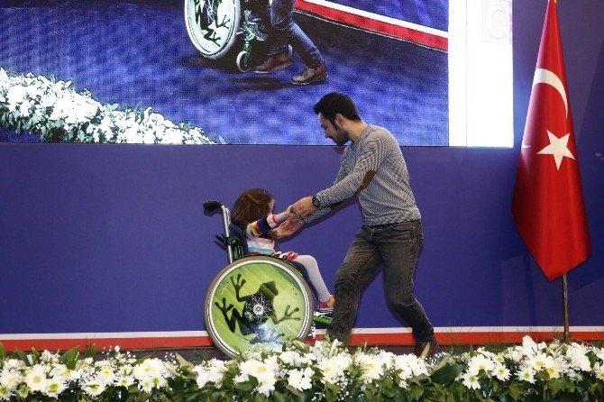 Engelli Küçük Kızın Dansı Bakan Bozkır Ve Kılıç'ı Büyüledi