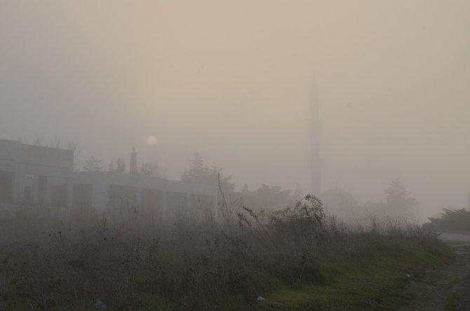 Silivri'de yoğun sis görüş mesafesini düşürdü