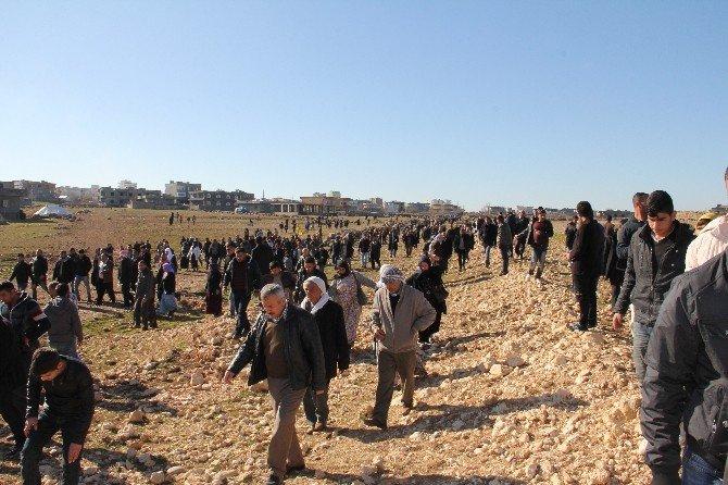 İdil'de Yüzlerce Kişi Cizre'ye Doğru Yola Çıktı