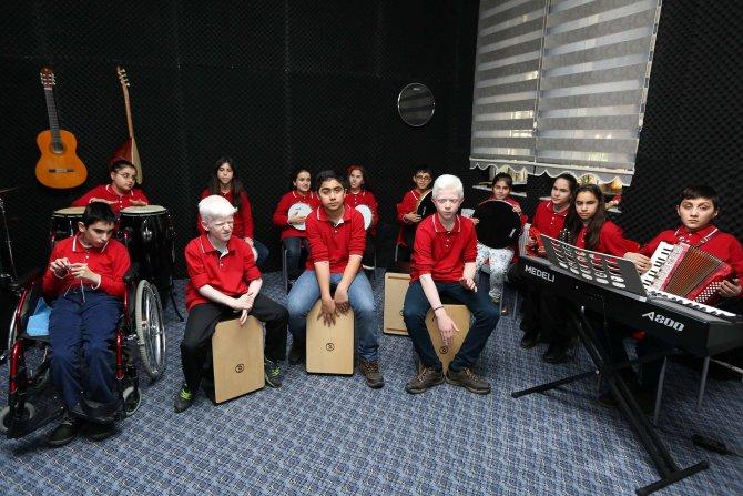 Yenimahalle Belediyesi'nden görme engellilere müzik odası