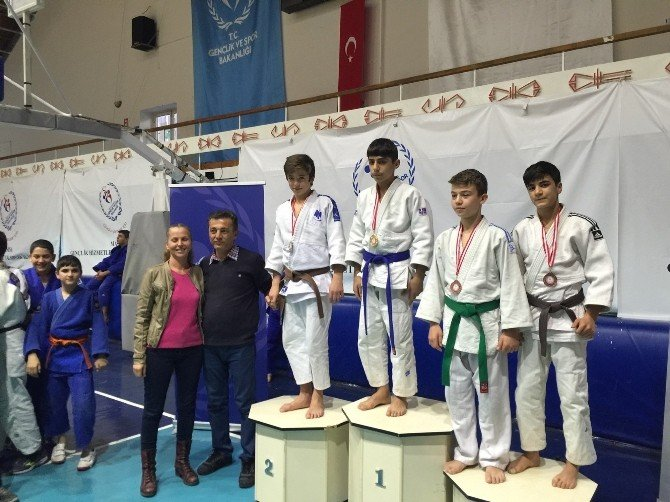 Yunusemre Belediyespor Judo Takımından Birincilik Ve Üçüncülük Derecesi
