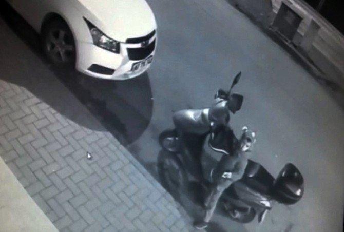 Motosiklet Anahtarının Çalınma Anı Kamerada