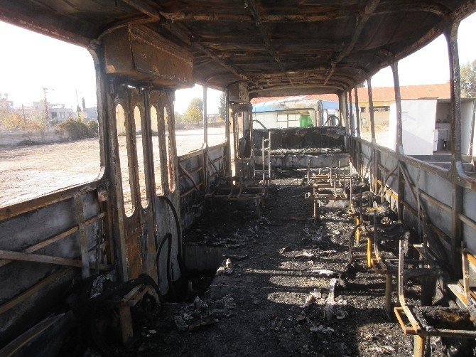 Adana'da PKK Yandaşları Otobüs Yaktı