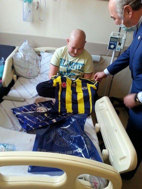 Ankara Fenerbahçeliler Derneği'nden Hasta Miniklere Forma