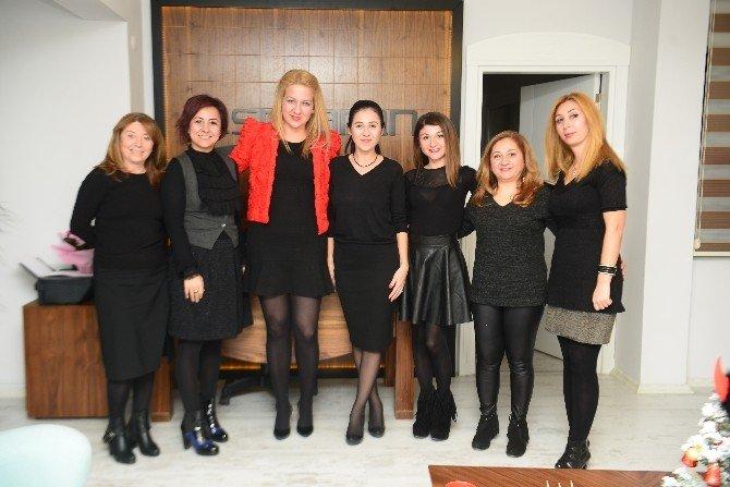 Esra Aran'dan Ofiste Yılbaşı Partisi