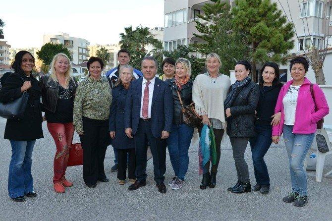 Başkan Böcek, Rus Televizyonuna Antalya'daki Rus Vatandaşlarını Anlattı
