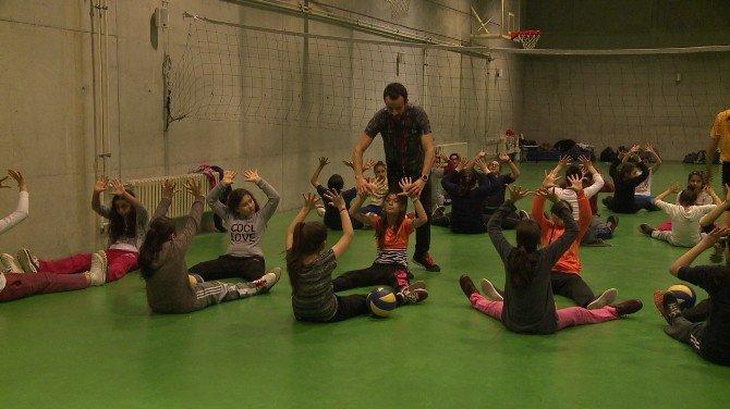 Beyoğlu'nda Kış Spor Okulları Sezonu Başladı