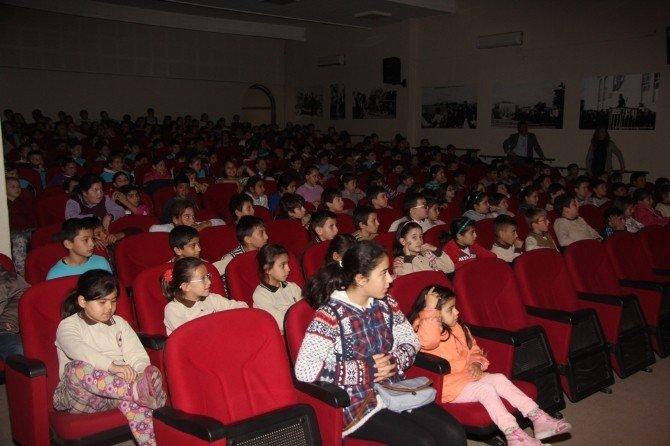 Burhaniye'de Çocuklara Tiyatrolu Çevre Dersi