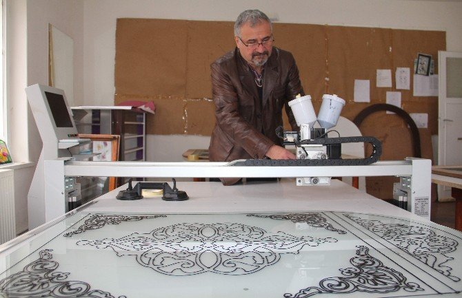 Resim Öğretmeni Vitray Atölyesiye İş Hayatına Atıldı