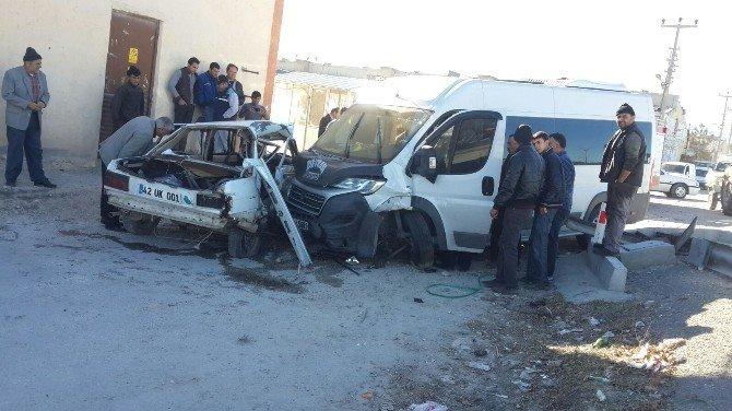 Dinar'da Trafik Kazası, 2 Yaralı