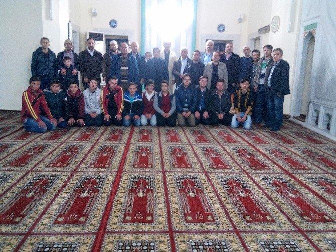 Gediz Anadolu İmam Hatip Lisesi'nden 'Namazda Buluşuyoruz' Etkinliği
