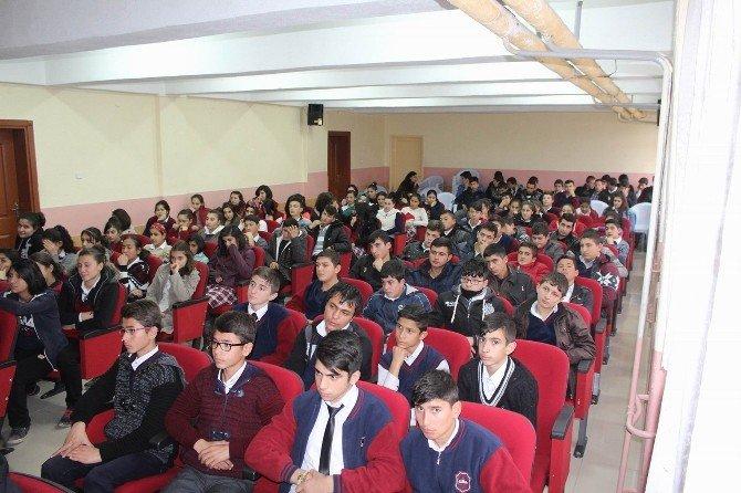Polisten Öğrencilere İnternet Kullanımı Eğitimi