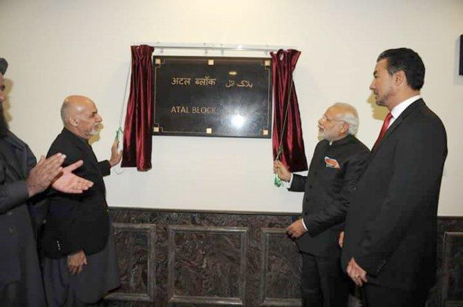 Hindistan Başbakanı, Afganistan meclis binasının açılışını yaptı
