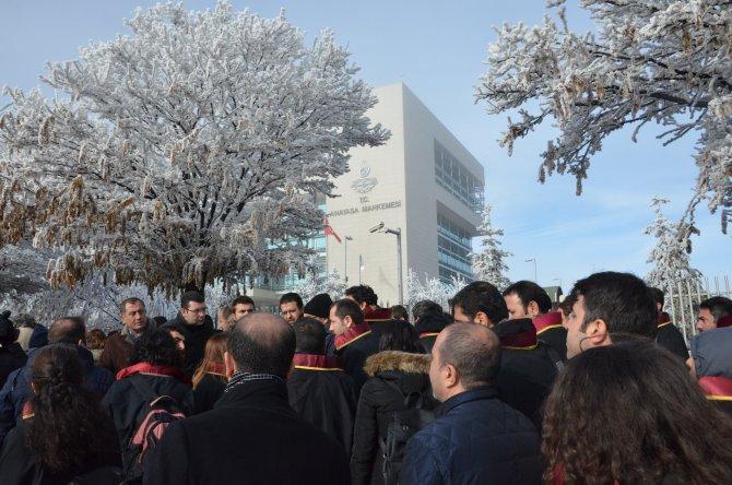 Hukukçular, olayların son bulması için Anayasa Mahkemesi'ne başvurdu