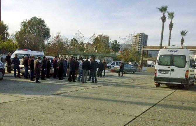 Minibüsçüler, büyükşehir otobüsünün otogardan çıkışını engelledi
