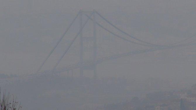 Boğaziçi Köprüsü sise gömüldü