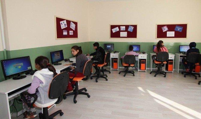 Saruhanlı'da Eğitime Hayırsever Desteği