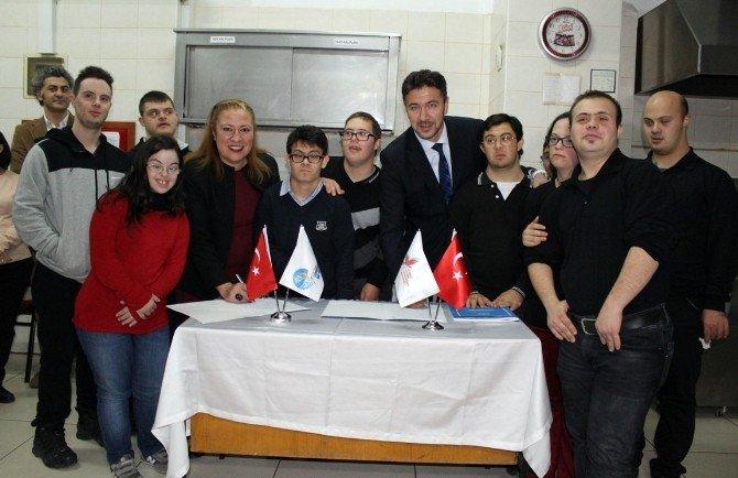 Down Sendromlu Öğrenciler İçin Türkiye'de Bir İlk