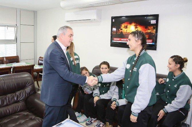 Şampiyonlardan Başkan Aydın'a Teşekkür Ziyareti