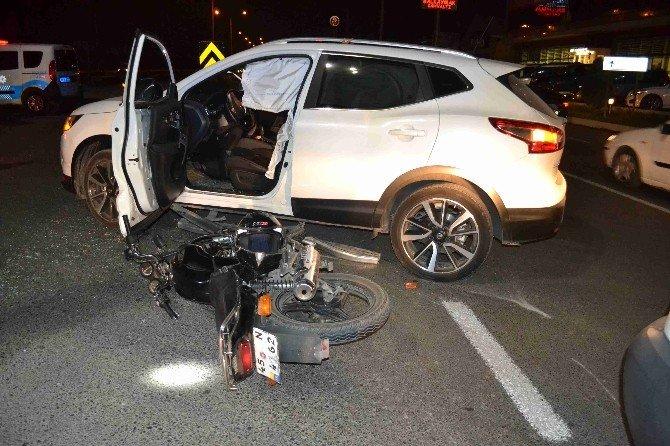 Motosiklet İle Otomobil Çarpıştı: 3 Yaralı